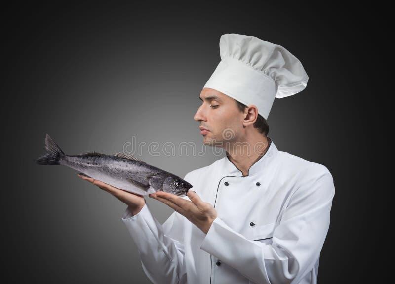 Chef-kok met een vis royalty-vrije stock fotografie