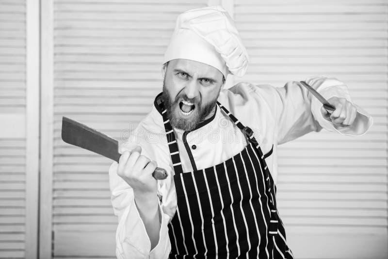 Chef-kok met knifes Beroeps in keuken culinaire keuken boze gebaarde mens met mes liefde die voedsel eten zeker royalty-vrije stock afbeeldingen