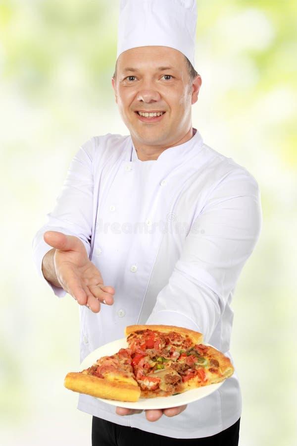 Chef-kok met pizza stock fotografie