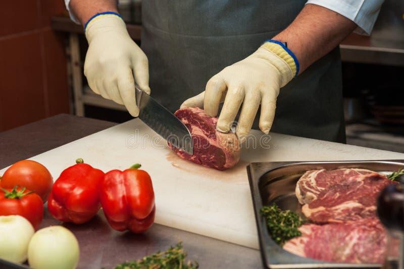 Chef-kok scherp vlees stock foto's