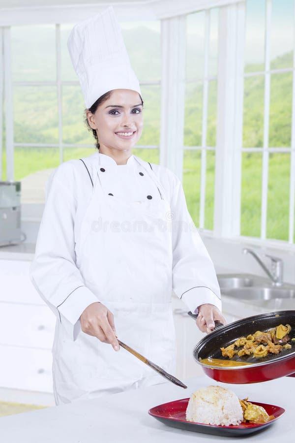 Chef-kok Woman Preparing Lunch royalty-vrije stock fotografie