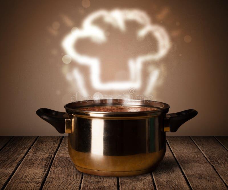 Chef-kokhoed boven kokende pot stock foto's
