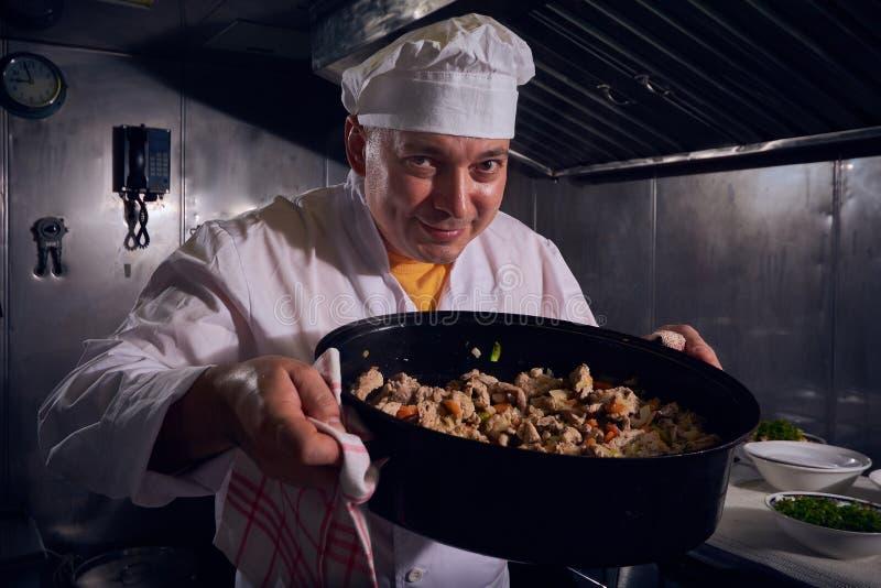 Chef-kokkok, groot ontwerp voor om het even welke doeleinden Het koken concept Keukenportret Gezond voedsel Het concept van het d stock afbeeldingen