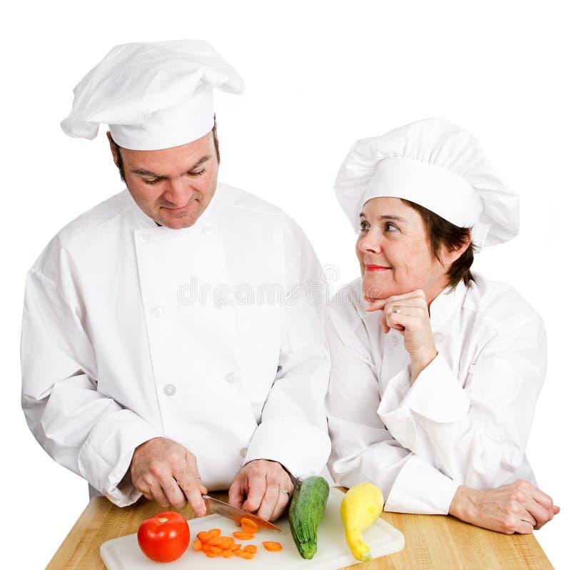 Chef-koks die - Preperation waarnemen stock foto's