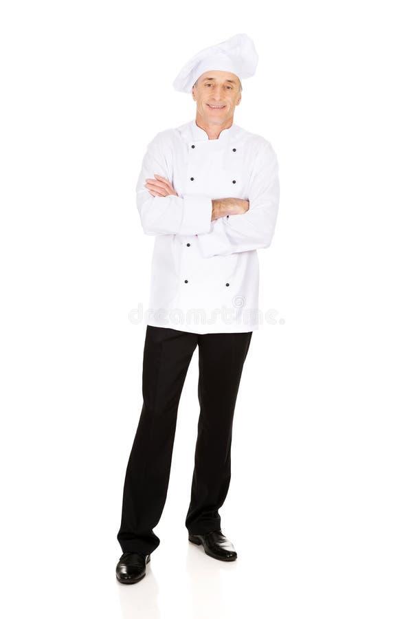 Chef masculin se tenant avec les bras pliés image stock
