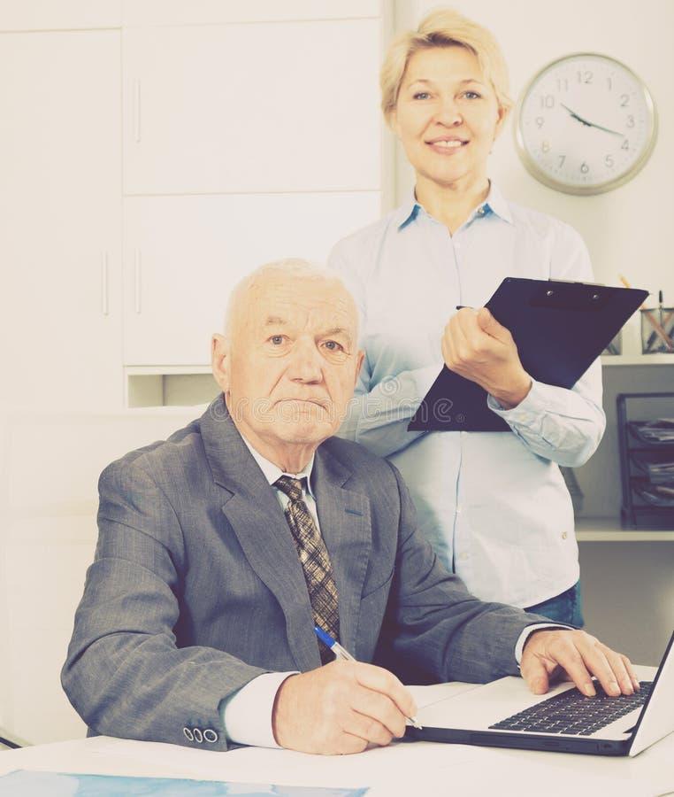 Chef- och sekreterarearbete arkivfoton