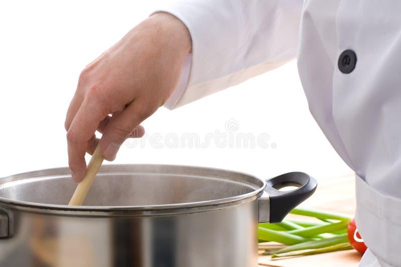 Chef préparant le repas photos stock