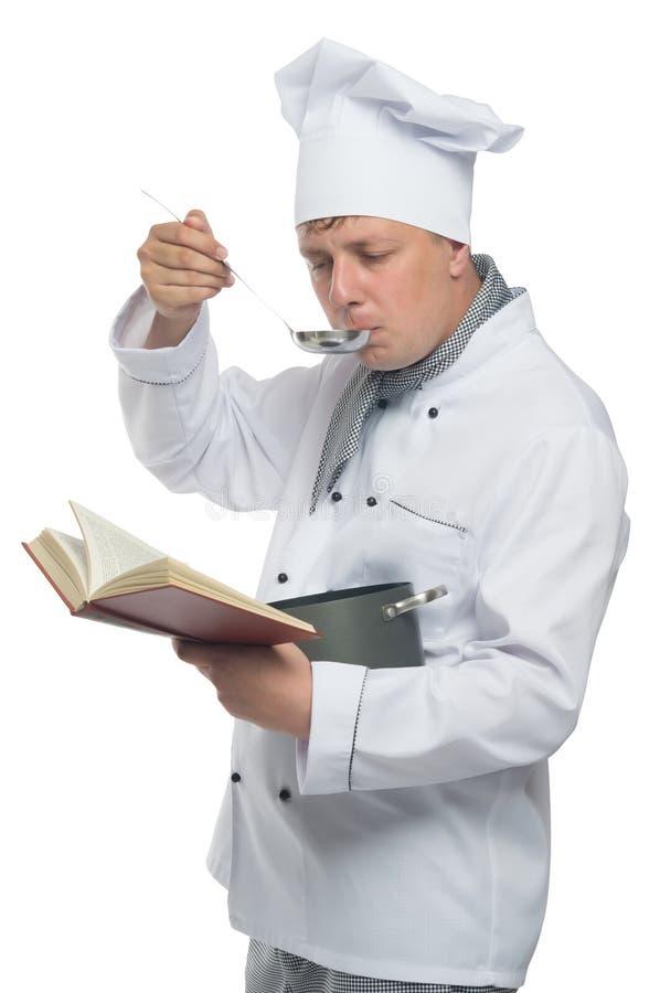 Chef se tenant avec le livre sur un fond blanc photo stock