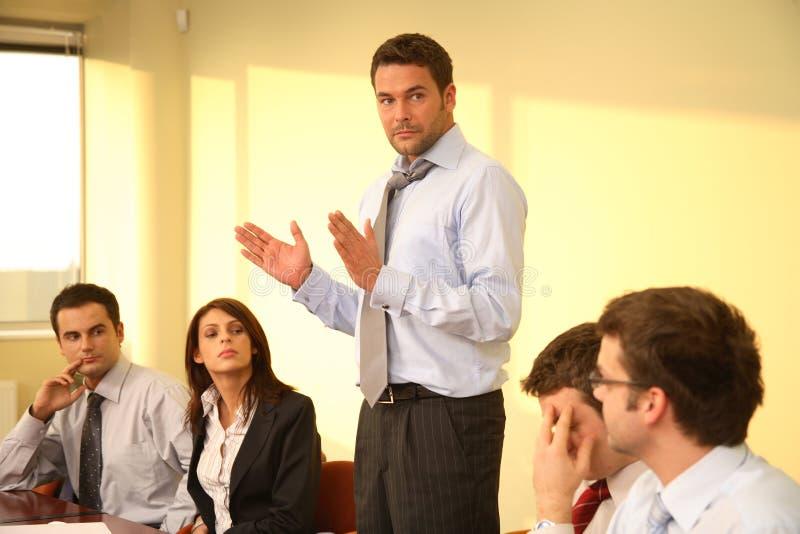 chef- toespraak, informele vergadering