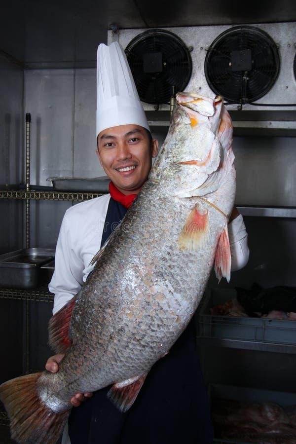 Chef und große Fische stockfotos