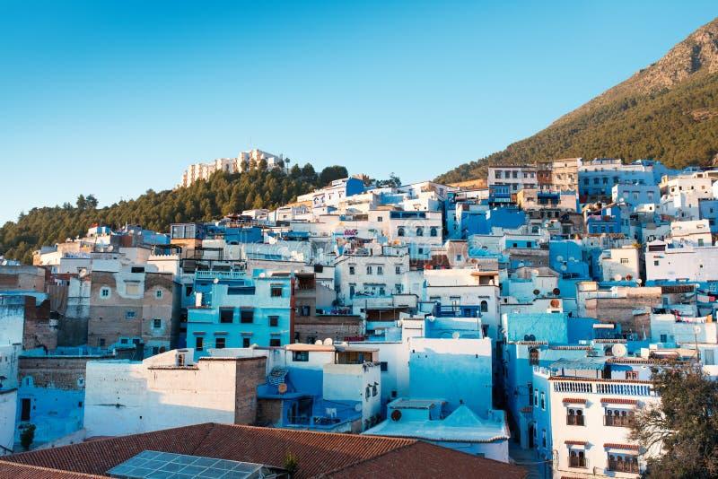 Chefchaouen - blå stad av Marocko Härlig sikt från taköverkanten på en gamla medina av Chefchaouen royaltyfria foton