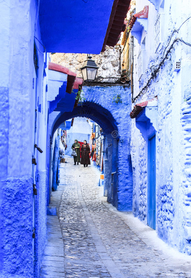 Chefchaouen, blauwe stad in Marokko stock foto