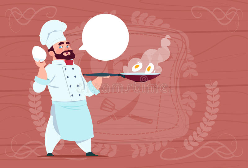 Chefe de Holding Frying Pan With Eggs Smiling Cartoon do cozinheiro do cozinheiro chefe no uniforme branco do restaurante sobre o ilustração do vetor