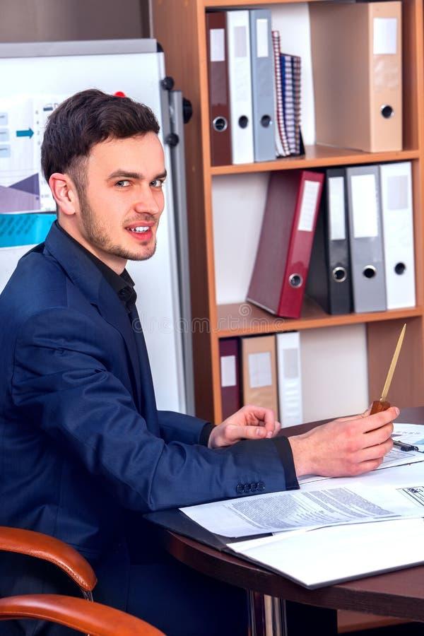 Chefe feliz dos homens de negócio no escritório para negócios fotos de stock