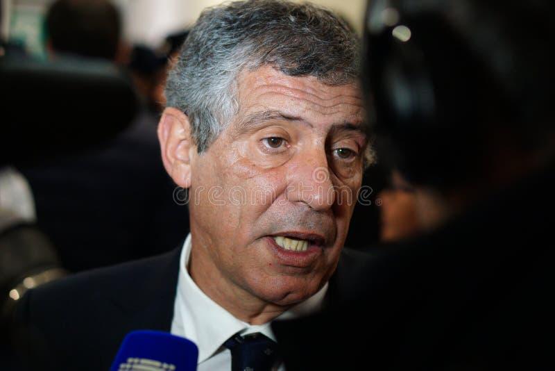 Cheftrainer des nationalen Fußballteams Portugal Fernando Santos gibt ein Interview nach dem Match gegen Russland stockfotos