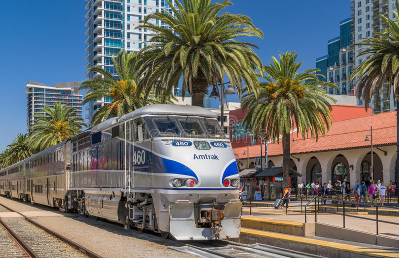 Chegada do trem de Amtrak em Santa Fe Depot imagem de stock royalty free