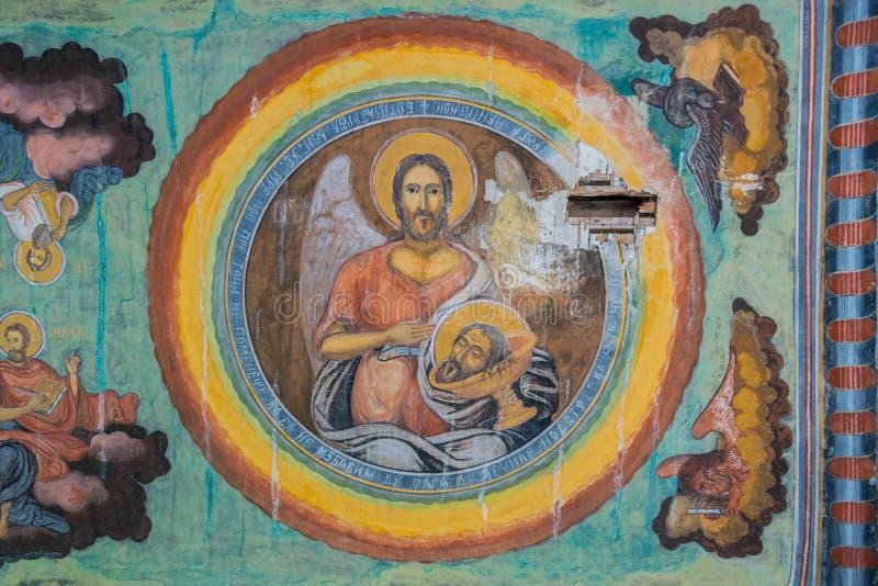 Cheia, Roemenië - Augustus 15, 2018: Sluit omhoog van oude verslechterde fresko bij Cheia-Klooster in Cheia, Prahova, Roemenië stock afbeelding