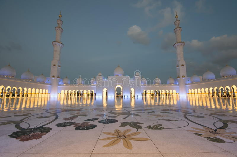 Download Cheik Zayed Grand Mosque photographie éditorial. Image du blanc - 77157332
