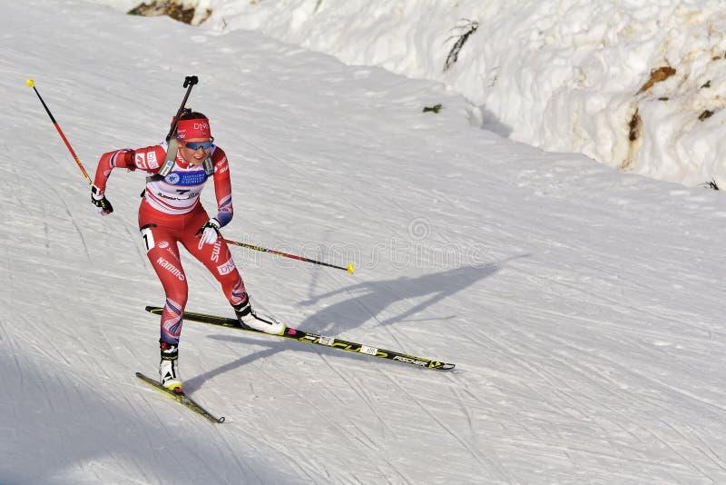 Cheile Gradistei, Roamania - Januari 30: Okänd konkurrent i IBU Youth& Junior World Championships Biathlon arkivfoton