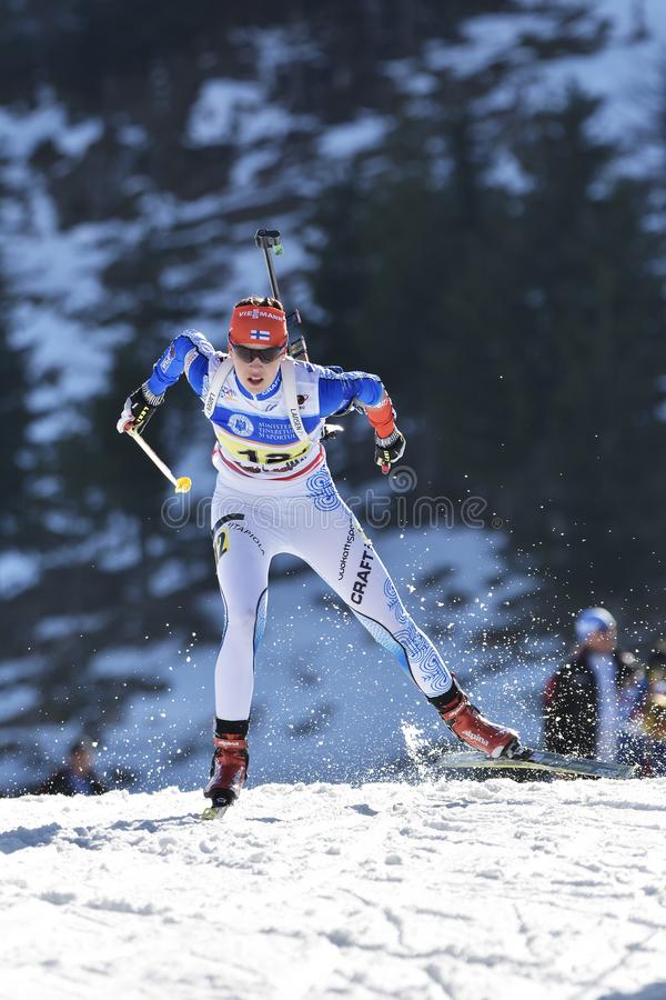 Cheile Gradistei, Roemenië - Januari 30: Onbekende concurrent in IBU Youth& Junior World Championships Biathlon vierentwintigste royalty-vrije stock fotografie