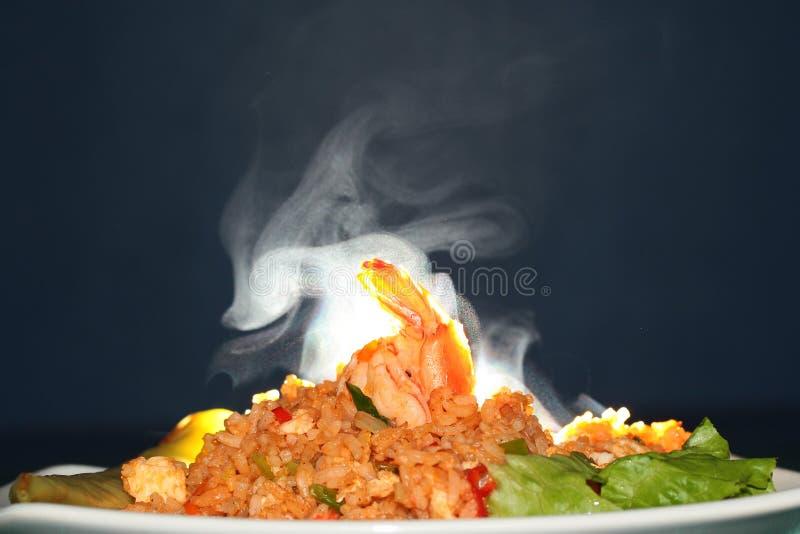 Cheiro do aroma do arroz fritado com camarão Foco seletivo fotografia de stock royalty free