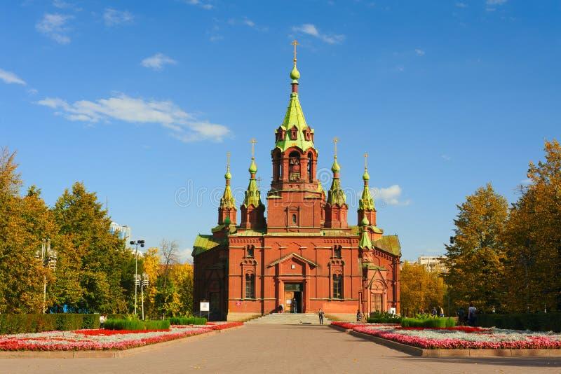 Cheliábinsk, Rusia - septiembre de 2018: Alexander Nevsky Church antes el órgano Pasillo imagenes de archivo