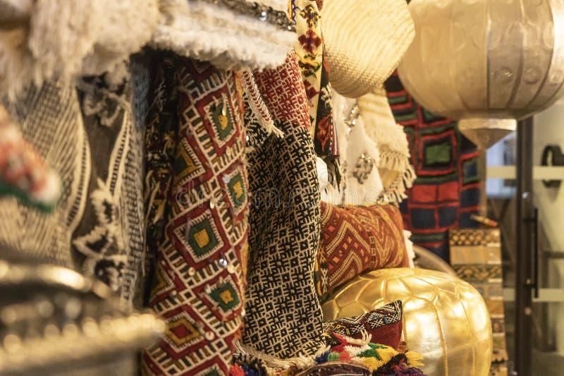 CHELSEA MARKT, DE STAD VAN NEW YORK, DE V.S. - 16 MEI 2018: Exotische textielwinkel in Chelsea Market royalty-vrije stock foto's