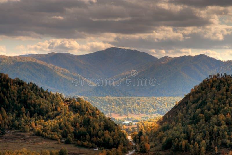 Chemal Berge lizenzfreies stockbild