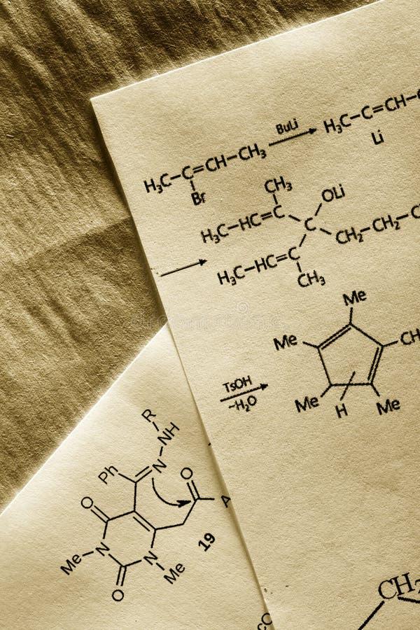Chemia z reakci formułą zdjęcia stock