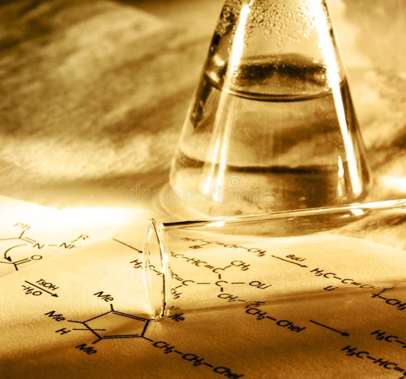 Chemia z reakci formułą w tonowaniu zdjęcie royalty free