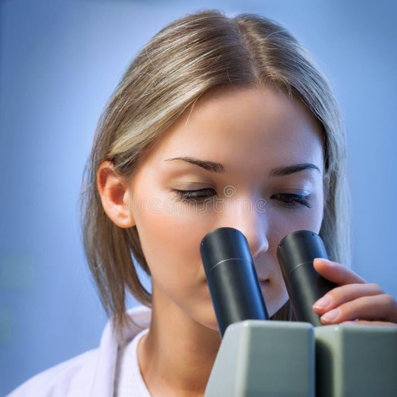 chemical laboratoriumforskare arkivfoton
