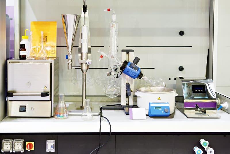 Chemiczni przyrząda w laboratorium obrazy stock