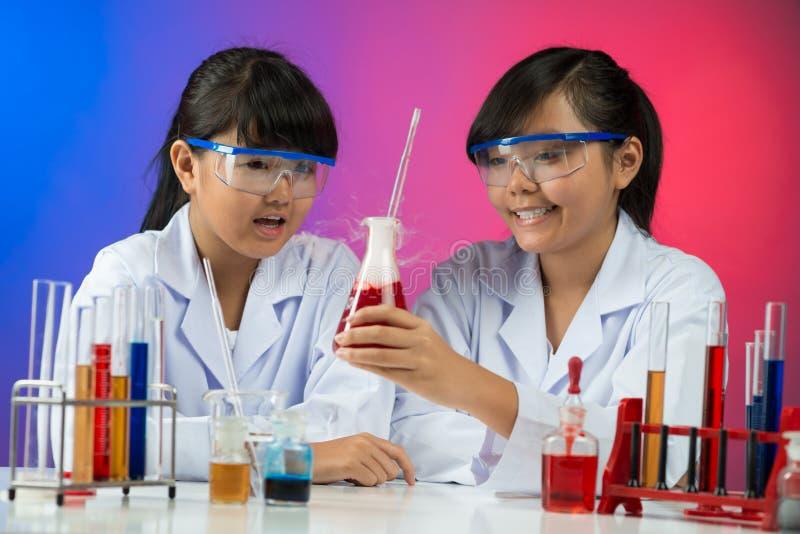 Chemiczny eksperyment fotografia stock