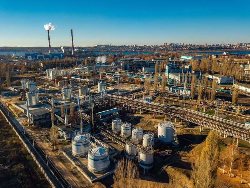 Chemiczny fabryczny park przemysłowy widok z lotu ptaka Wielkie bednie łączyć rurociąg zdjęcia stock
