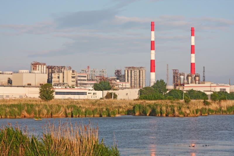 Chemiefabrik stockfotografie