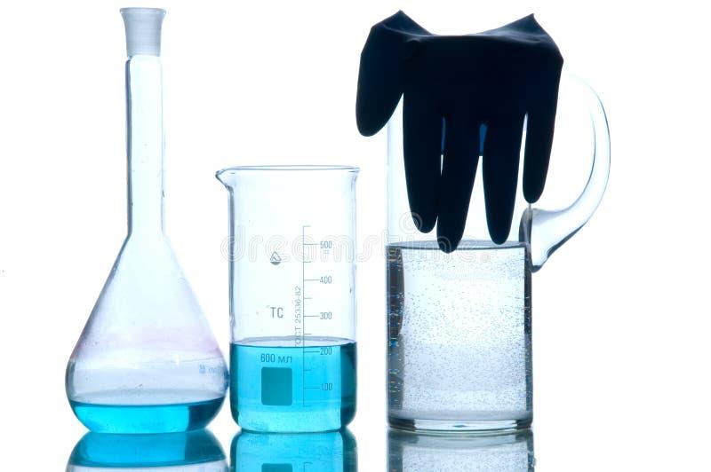 Chemiegefäß mit Mikro-tropfen und Schaumgummi lizenzfreies stockbild