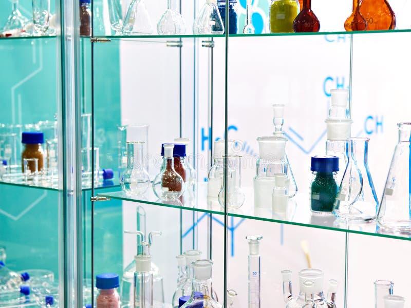 chemikalia laboratoryjne kolby fotografia stock