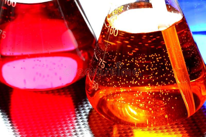 Chemikalien in der Flasche mit Pipette A stockfoto