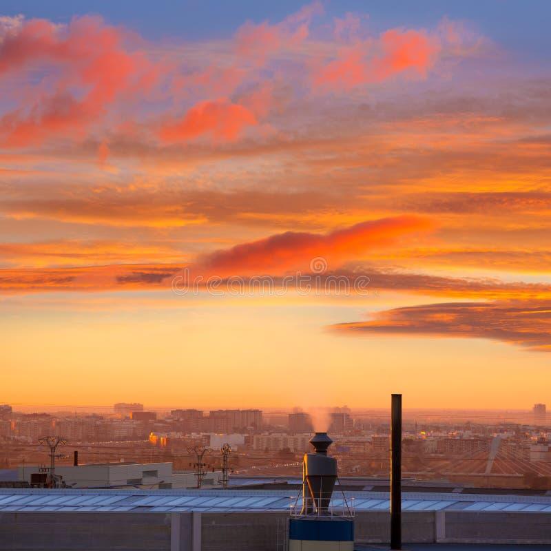 Cheminée au lever de soleil en Paterna Valencia Spain photographie stock