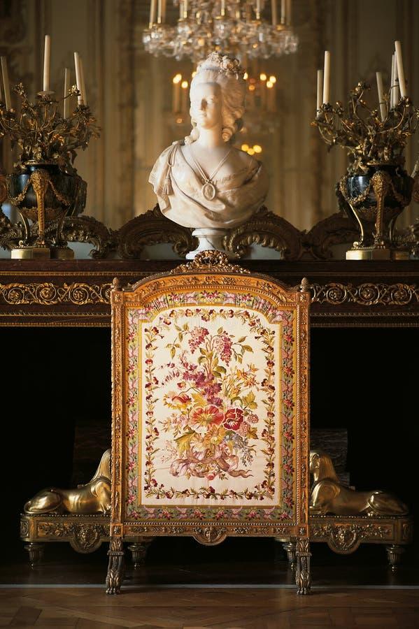Cheminée dans la chambre à coucher de la Reine Marie Antoinette au palais de Versailles images libres de droits