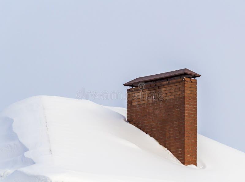 Cheminée sur le toit photographie stock