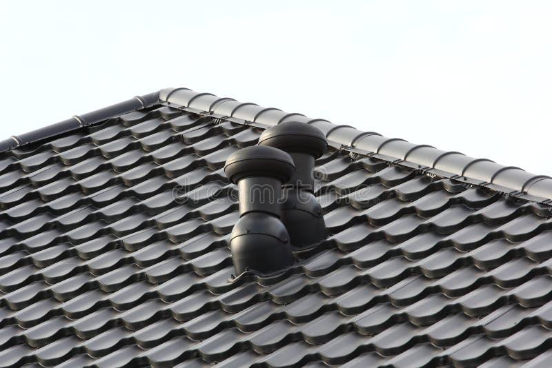 Download Cheminée sur le toit image stock. Image du detail, brique - 76082101