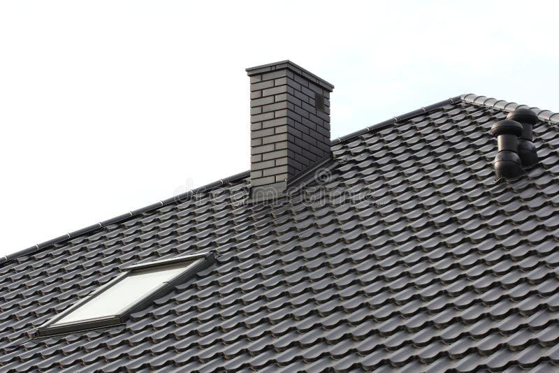 Download Cheminée sur le toit image stock. Image du propriété - 76082143