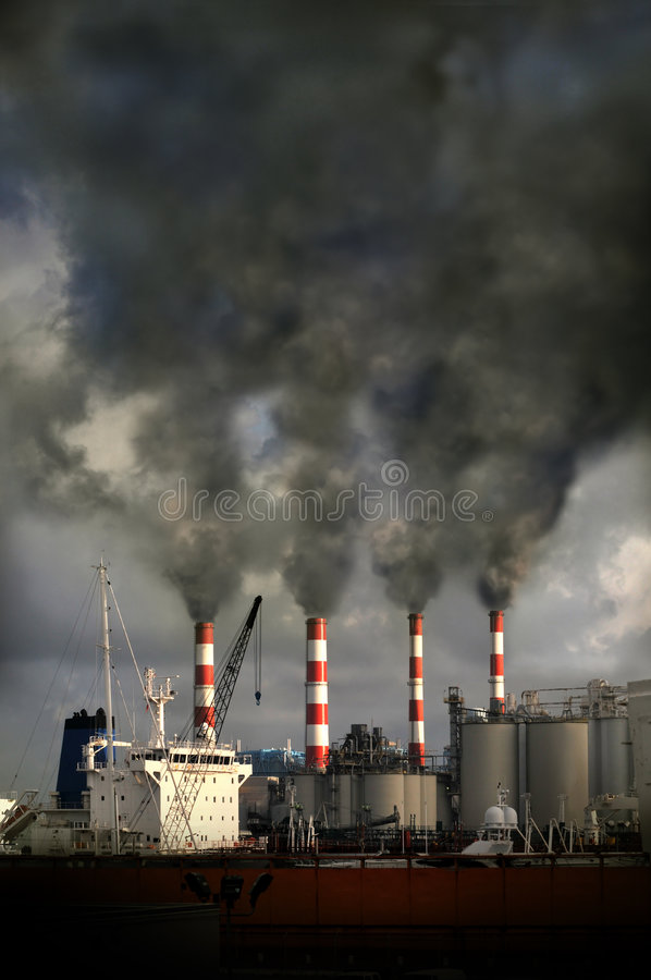 cheminées de soufflement de pollution images stock