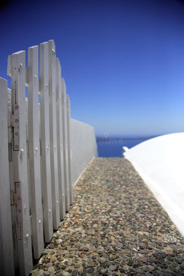 Chemin à l'extérieur à la mer photos stock