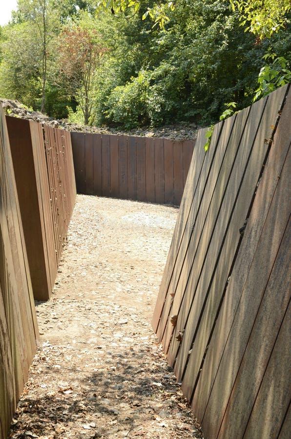 Chemin étroit au parc rugueux de roche photographie stock