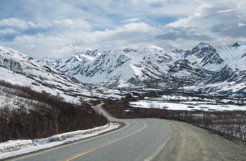 Chemin détourné de montagne de l'Alaska photo stock