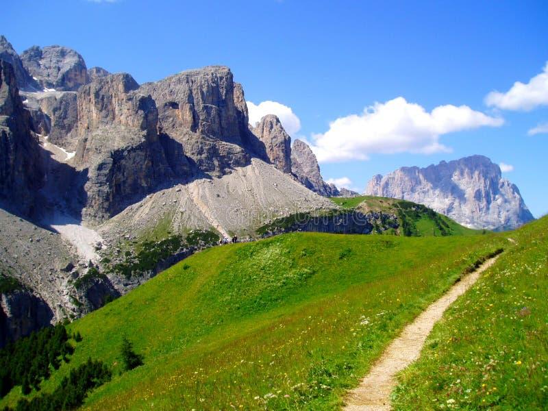 Chemin dans la montagne photographie stock libre de droits
