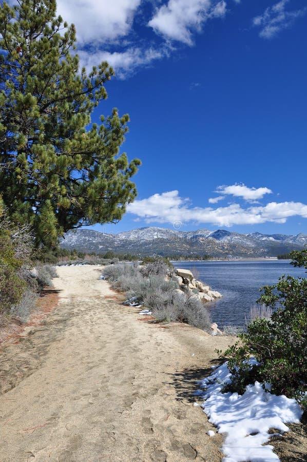 Chemin de bord de lac photo libre de droits
