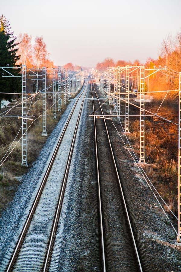 Chemin de fer à la soirée images stock